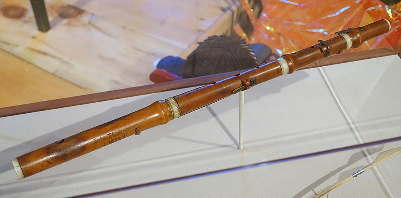 Flute_owned_by_Henry_David_Thoreau_and_his_brother_John,_played_at_Walden_Pond_-_Concord_Museum_-_Concord,_MA_-_DSC05635