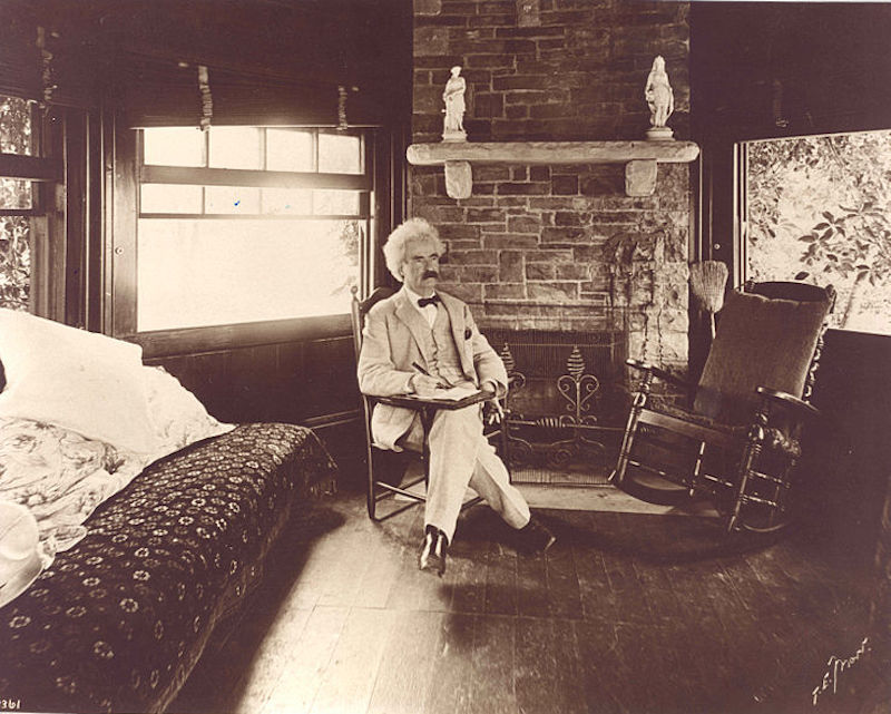 738px-Mark_Twain_seated.jpg