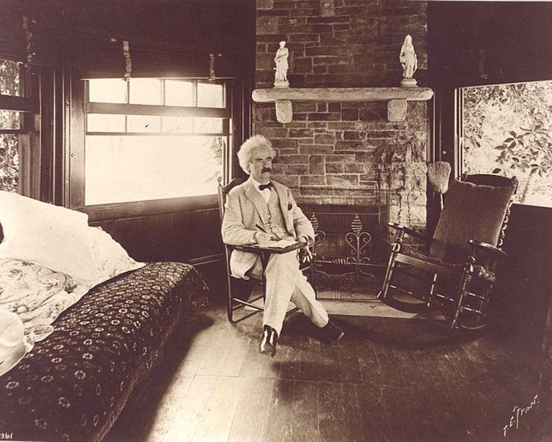 738px-Mark_Twain_seated.jpg